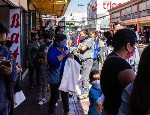 """Estudio manifiesta baja efectividad de cuarentenas durante 2021 en Chile y """"rol crucial"""" de la vacunación masiva para disminución de contagios"""